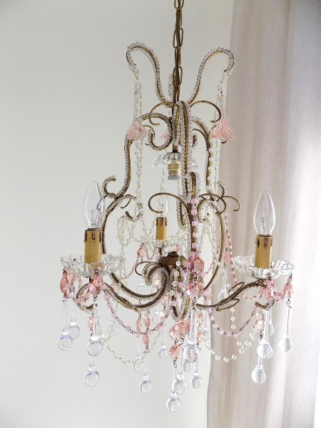 macaroni-beads-chandelier