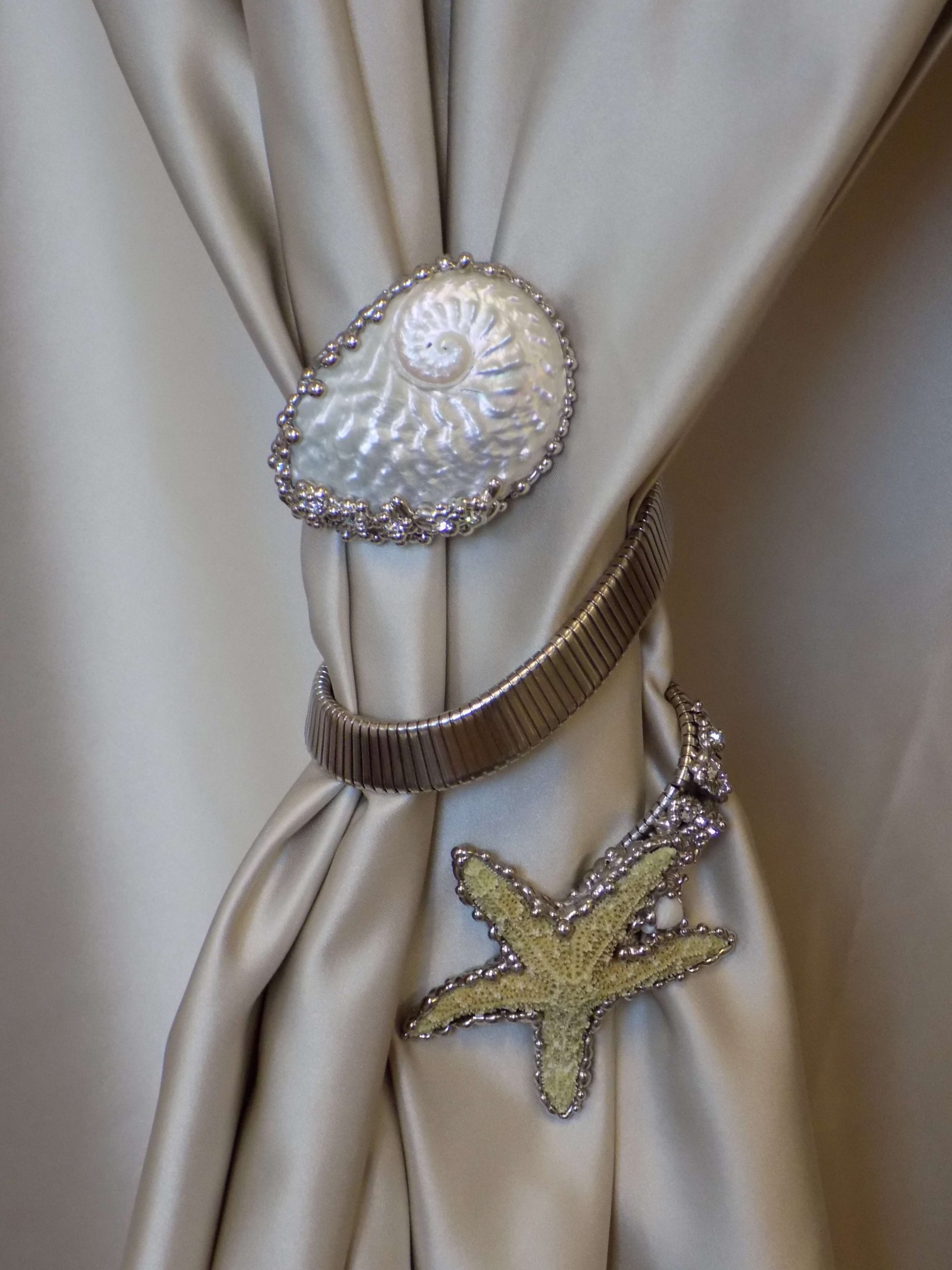 Luxury starfish and shell curtain holder